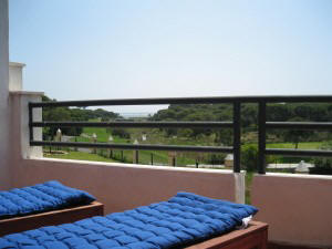 Terraza con vistas al mar y al campo de golf