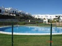Adosado para 6 personas, en estupenda urbanizaci�n con piscina y zonas verdes.