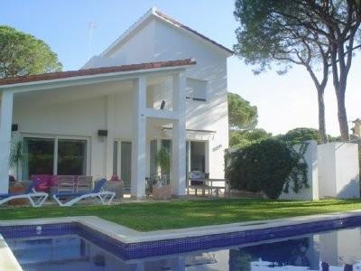 Villa de vacaciones en  urbanizaci�n Roche, jard�n , piscina privada e Internet