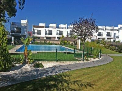 Adosado en Urb. privada, zonas comunes, piscina comunitaria, 300 m. playa. Wifi, Aire Acondiconado .