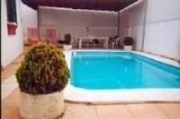 Alquiler de villa con piscina privada en amplia parcela. Barbacoa y posibilidad de alquiler por semanas
