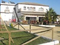 Alquiler de habitaciones dobles nuevas  con ba�o y teraza en recinto privado a 1km de la playa de Co