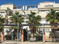 Alojamiento de vacaciones EN PRIMERA LINEA DE PLAYA  con dos dormitorios, plaza garaje y piscina