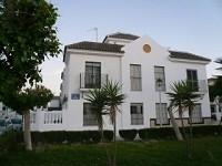 Casa frente al Puerto Deportivo. Muy f�cil acceso.