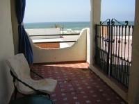 Casa pareada en 1� linea de playa con fabulosas vistas de la playa desde sus tres dormitorios, especialmente desde el de la fotografia de la izquierda
