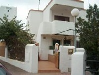 Alquiler de casa a 150 m de la playa, junto campo golf Matalasca�as