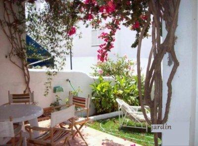 Casa en pueblo andaluz urb en 1 linea de playa con for Jardin andaluz
