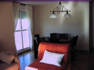 Piso 2 dormitorios en rota con garaje y piscina for Pisos para alquilar