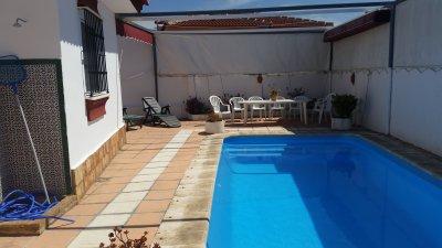 Alquiler de villa en matalasca as con piscina para for Toldo piscina precio
