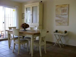 Comedor   con mesa y sillas
