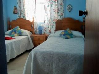 Amplio piso a 100 metros de la playa con 3 dormitorios 2 for Habitaciones con piscina dentro