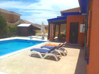 Alquiler de villa de lujo con piscina privada en parcela for Alquiler villas con piscina privada